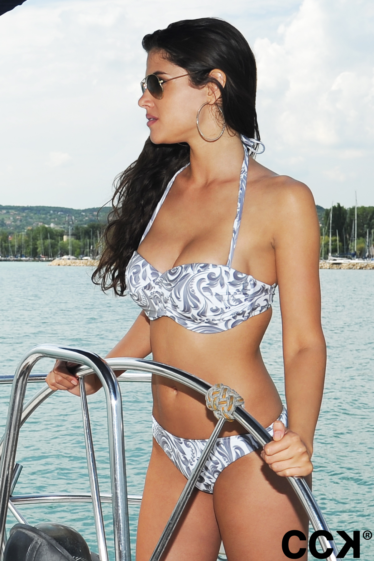 Fehér elegáns mintás álcsavart bandeau bikini 07cec05838
